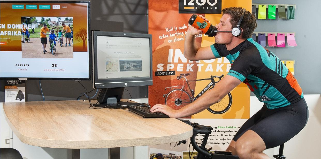 Joey belt en mailt 12 uur lang op de fiets voor het goede doel